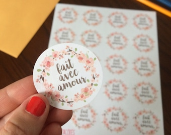 """Stickers """"Fait avec amour"""" with flowers on white paper"""