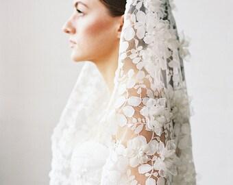Spitze Mantilla Schleier, Elfenbein Couture Hochzeitsschleier, 3D Blume Schleier, moderne Hochzeitsschleier, kurze Walzer Schleier, handgefertigte Schleier - Stil 728
