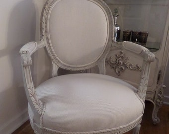 Beautiful Antique French Louis Roses Carvings Arm Chair Paris Apatment Shabby Chic