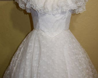 vintage ivory CHANTILLY LACE Wedding Gown size 10-12 steampunk wedding gown pagan wedding gown victorian wedding gown