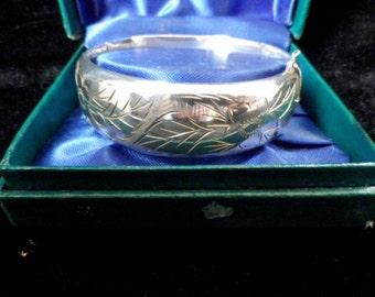 Birmingham silver bangle, hallmarked 1971, hinged bangle, engraved bracelet, convex band, presentation box, Excalibur