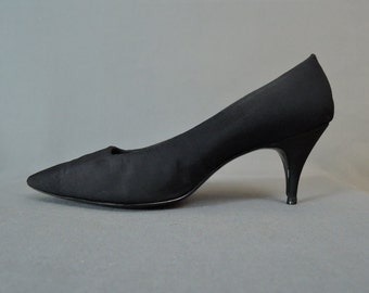 Vintage 1960s Shoes Size 9-1/2M, Black Fabric with Pointy Toe, 3 inch Heels