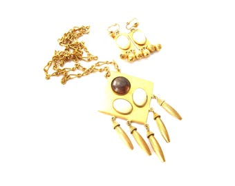 Geometric Abstract Gold Tone Metal Brown and Cream Lucite Cabochon Demi Parure Vintage Dangle Pendant Necklace & Clip On Earring Set