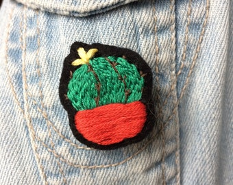 Cactus pot red brooch / hand embroidered