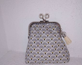 Pearly white bead frame coin purse