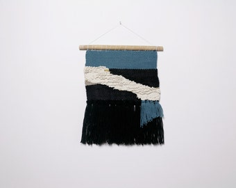 Modern and graphic weaving / wallweaving / wallhanging