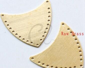 10pcs Raw Brass Shield Link - Crescent - 24x21.5mm (1984C-P-371)