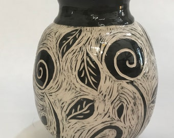 Ceramic vase decor with sgraffito, black and white. Personalized gift. Handmade, made in Italy,