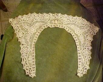 """Antique Ecru Lace Collar, Beautiful, 12x18""""      #3297"""