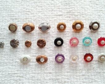 Bouton Vintage assortiment - fausses perles, strass, coquillage et décorative en métal - lot de 20