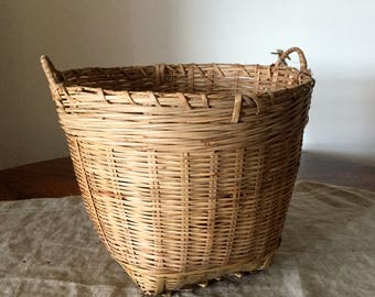 Fabulous High Quality Vintage medium / large size wicker storage basket. My Vintage Home