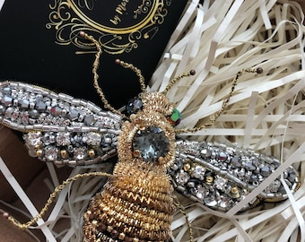 Beautiful bee insects brooch