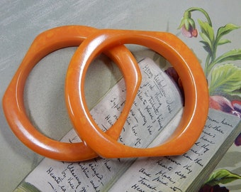 2 Vintage Chunky BAKELITE Marbled Orange Bangle Bracelets     PAZ26