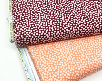 ROBERT KAUFMAN FABRIC Spot on cotton in mulberry and white