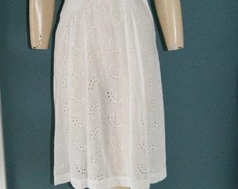 Vintage 20's 30's Flapper Era White Eyelet Cotton Dress Cape Sleeves Size 2