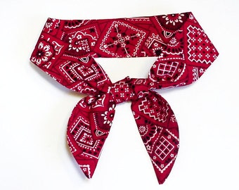 "TIE ONE ON Dog Cooling Collar, Pet Neck Cooler Stay Cool Wrap, Size Small Medium Large 10 - 22"" neck, Red Navy Blue Bandana Print iycbrand"