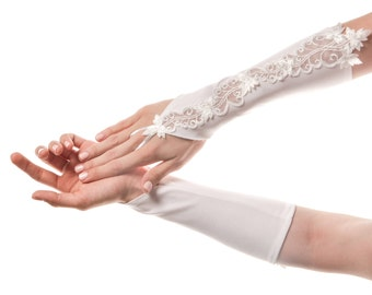 Lace Wedding Gloves Lace Bridal Gloves Lace Gloves White Wedding Gloves White Bridal Gloves Fingerless Gloves Fingerless Wedding Gloves Lace