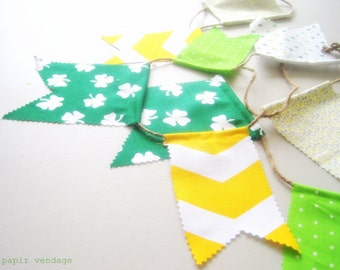 St. Patrick's Day Bunting Banner, St. Patrick's Home Decor, Green & Gold Bunting Banner, St. Patty's Day Garland, Four-Leaf Clover Bunting