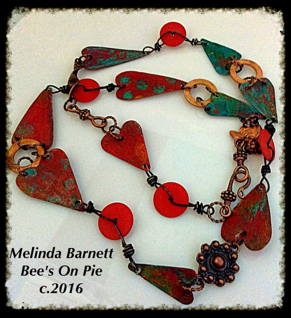 Trash Flashing Heart Necklace by #melindabarnett #queenebead