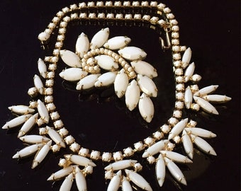 Wonderful D&E Juliana Winter White Milk Glass Gold Tone Feather Necklace and Brooch