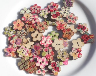 50 Wooden buttons in the shape of Flower in Fantasy Mixed 17mm