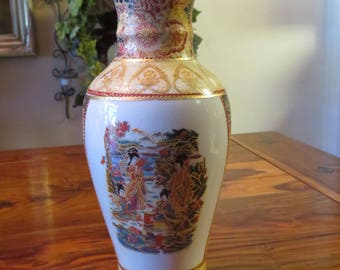 Beautiful Vintage Japanese Hand Painted  Porcelain Vase