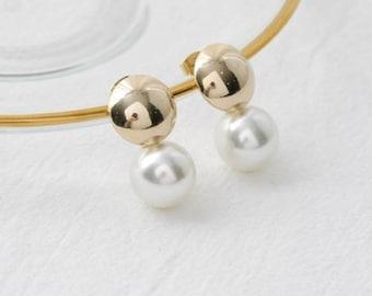 classic pearl earring