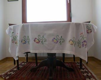 Wasillia Field Flowers Cloth