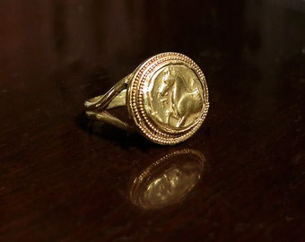 18k Gold ring with Horse Motif and fine Granulation