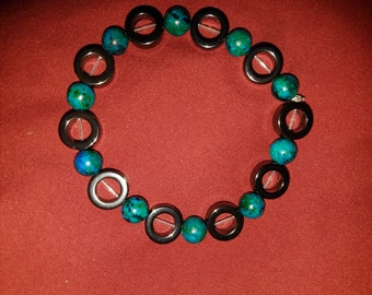 Dyed agate and hemetite beaded bracelet