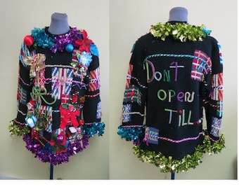 Wacky Wild Artsy Art Teacher Abstract Presents Totally Tacky Ugly Christmas Sweater lighted Bows Size M, Don't Open till...