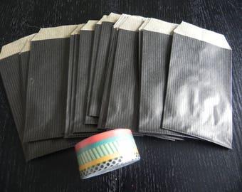 To play: 20 black pockets 7 x 12 cm + 5 rolls of masking tape 7 mm x 5 M