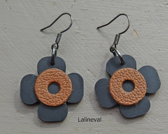 Earrings 4 flower petals brown leather and inner tube