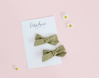 Dainty bow | moss