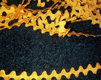 1 meter of trim CROQUET SERPENTINE woven yellow gold 8 mm width