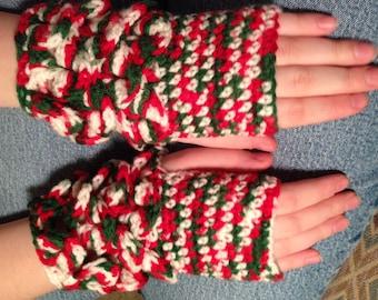 Crochet fingerless crocodile gloves