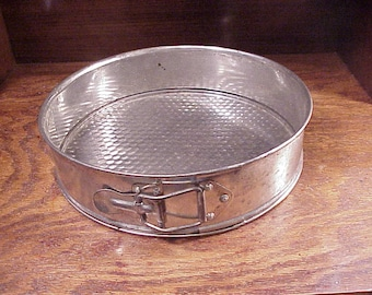 Vintage Spring Form Tin Pan, with Removable Bottom, for Making Cheese Cake, Kitchen Decor, Retro Bakeware