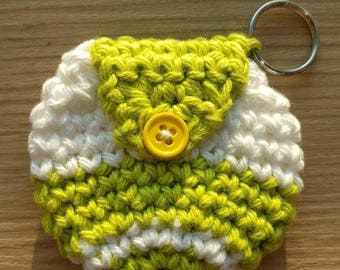 Handmade crochet pouch with a keychain ring (White/Green) #1101