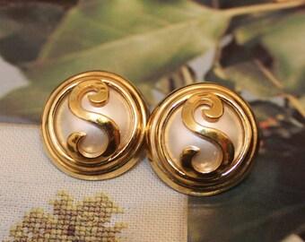 Vintage S Earrings , Gold stud Earrings
