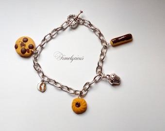 Cookie charm bracelet