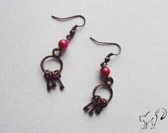 DESTOCKAGE Boucles d'oreille bronze perle rose et ses trois petites clés