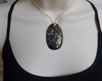 Metallic Finger Print Necklace
