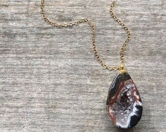 Natural Polished Geode Necklace -Natural Stone Necklace -Geode Pendant-Agate Necklace -Polished Agate Necklace -Gift under 35 -Gift under 40