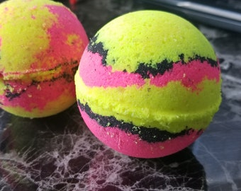 Femme Fatale - Yellow Pink and Black bath bomb that smells of cake and candy