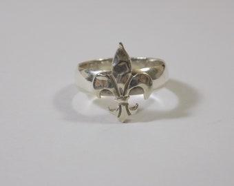 Sterling silver fleur de lis rinf size 8