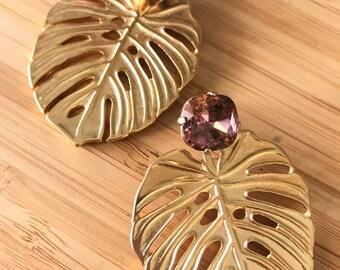 En attente Eva Rosa. Swarovski Crystal et Adam nervure feuille / Philodendron. Goujon de végétal, chic, nature