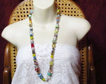 Vintage entirely glass beads beaded necklace.