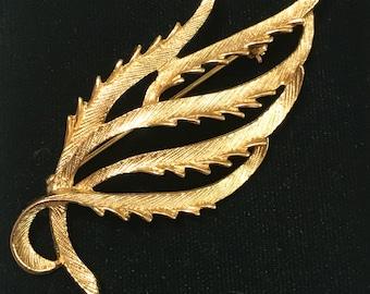 Vintage Sarah Coventry gold tone Leaf Brooch