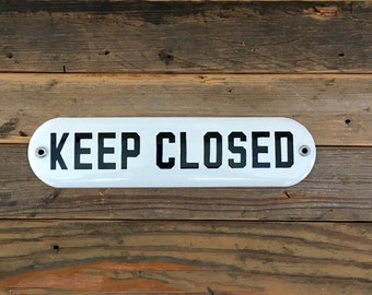 Porcelain Sign / Keep Closed