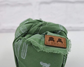 Eco-friendly gift packaging very little fabric / Furoshiki / white on green cactus pattern